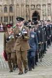Les officiers de l'armée, de l'Armée de l'Air et de la marine marchent Photo libre de droits