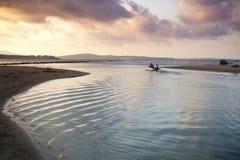 Les ondulations saluent la mer Photographie stock libre de droits
