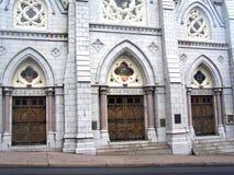 Les opérations qui mènent à n'importe quelle église. Images libres de droits