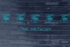Les ordinateurs portables se sont reliés dans une ligne structure de réseau à la légende Photos libres de droits