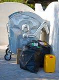 Les ordures réutilisent le conteneur images stock