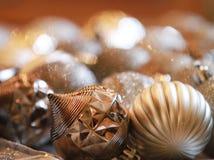 les ornements de Noël de fond prudemment ont retouché repéré Images libres de droits