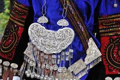 Les ornements de vêtement et d'argent de miao Images stock