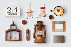 Les ornements et les objets rustiques de Noël pour la moquerie vers le haut du calibre conçoivent Vue de ci-avant Photographie stock libre de droits