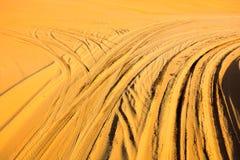 Les ornières dans le désert, image de srgb image stock