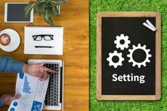 Les outils d'installation de configuration installation et l'arrangement de mécanisme de roue escroquent Photo stock