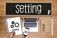 Les outils d'installation de configuration installation et l'arrangement de mécanisme de roue escroquent photos stock