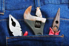 Les outils dans des jeans soutiennent la poche 4 image stock