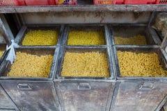 Les pâtes en grand fer enferment dans une boîte rétro Image stock