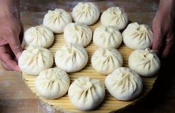 Les pâtes traditionnelles chinoises, Steamed ont bourré le petit pain Images libres de droits
