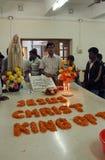 Les pèlerins prient près de la tombe de Mère Teresa dans Kolkata Photo libre de droits