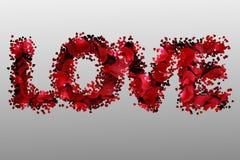Les pétales de rose rouges romantiques ont placé dans l'amour de mot, concept de vacances de Saint Valentin Photographie stock