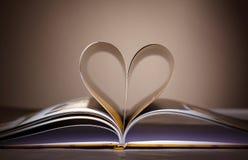 Les pages ont courbé dans une forme de coeur Photo libre de droits