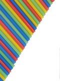 Les pailles multicolores de cocktail aiment un arc-en-ciel. Photographie stock libre de droits