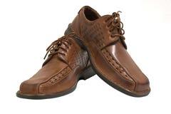 Les paires de chaussures brunes ont isolé o Photographie stock