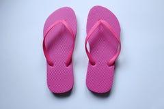 Les paires de la plage chausse des pinces en couleurs Photo libre de droits