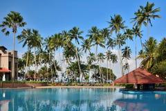 Les palmiers royaux d'hôtel Le Sri Lanka Kalutara photographie stock