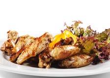 les paraboloïdes de poulet ont fait frire les ailes chaudes de viande Image stock