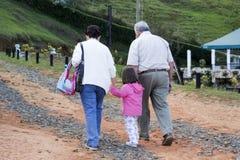 Les parents et la petite-fille apprécient Photos libres de droits