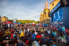 Les participants de la FIFA évente le festival près de l'église du sauveur sur le sang au centre de la ville Photo libre de droits
