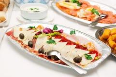 Les parts du prosciutto, fromage et kulen la saucisse Photo libre de droits