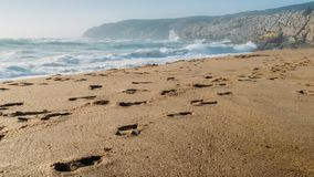 Les pas chez Guincho échouent dans Cascais, Portugal, une tache populaire de kitesurf images stock