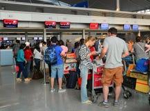 Les passagers attendant chez Jetstar l'air que Pacifique vérifient pare dedans Photographie stock libre de droits