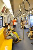 Les passagers montent sur un tra métropolitain de souterrain du transit rapide (MRT) Photographie stock