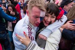 Les passionés du football observent un match de football entre le nationa russe Photographie stock