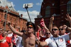 Les passionés du football polonais chez le Manezhnaya ajustent pendant la coupe du monde Coupe du monde de la FIFA, Mundial 2018 Photos libres de droits