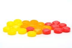 Les pastilles médicales pour le soulagement irritation toussent, d'angines et de gorge images libres de droits