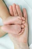 Les pattes des enfants Image stock