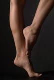 Les pattes du femme Photos stock