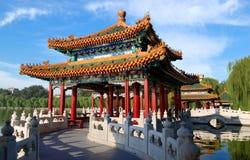 Les pavillons de Cinq-Dragon de stationnement de Beihai, Pékin photos libres de droits