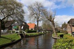 Les PAYS-BAS - 13 avril : Arrosez le village dans Giethoorn, Pays-Bas le 13 avril 2017 Photo libre de droits