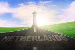 Les Pays-Bas sur la route avec la flèche vers le haut Photo stock