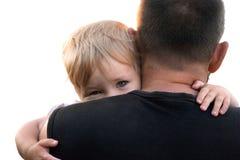 Les peaux d'enfant derrière le papa photo libre de droits
