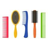 Les peignes et les brosses à cheveux de cheveux ont placé sur un fond blanc Brosse à cheveux de collection d'équipement de mode e Image stock