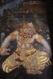 Les peintures murales de Ramakien Ramayana le long des galeries du temple d'Emerald Buddha, du palais grand ou du kaew de phra de images stock