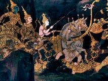 Les peintures murales de Ramayana de, étranger lutte les dieux et la chimère sur des murs de palais Bangkok, Thaïlande de rois photographie stock