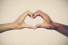 Les personnes âgées d'amour et de soin Photographie stock libre de droits