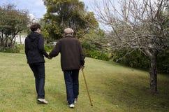 Les personnes âgées de assistance et de aide Photos stock