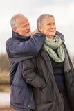 Les personnes âgées de couples supérieurs heureux ensemble extérieures Photos libres de droits