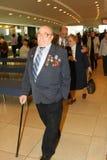 Les personnes âgées handicapées et de vétérans, retraités, spectateurs du concert de charité Images stock
