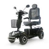 Les personnes âgées motorisées par noir de scooter de mobilité Franco Camion photo stock