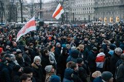 Les personnes biélorusses participent à la protestation contre le décret 3 à Minsk Photo libre de droits