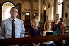 Les personnes d'église croient la foi religieuse photo stock
