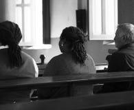 Les personnes d'église croient la prière religieuse de foi image libre de droits