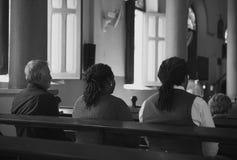 Les personnes d'église croient le concept de prière religieux de foi Image stock