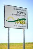 Les personnes de l'accueil de l'Iowa que vous signez images stock